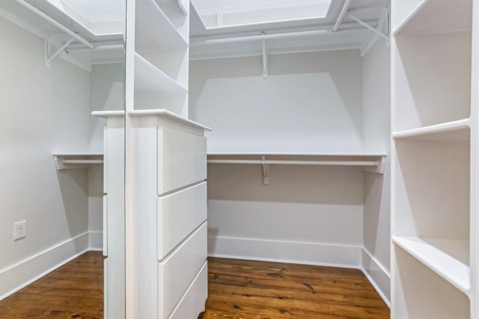 4510 Main bedroom walk-in closet